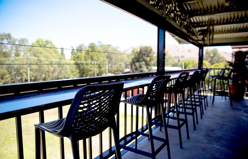criterion-hotel-gundagai-nsw-pub-accommodation-bar-beer-garden