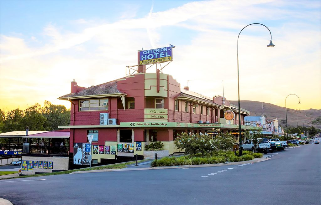 criterion-hotel-gundagai-nsw-pub-accommodation-exterior2