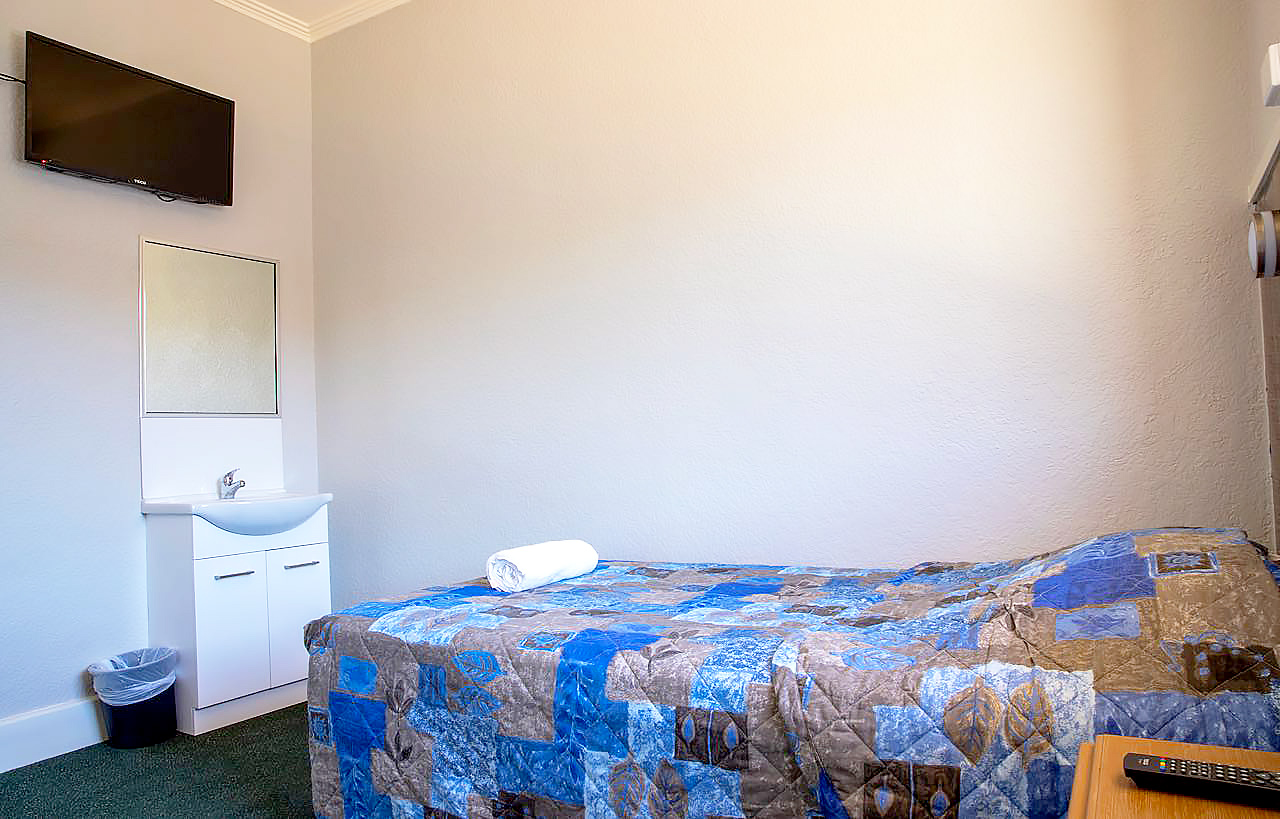 criterion-hotel-gundagai-nsw-pub-accommodation-king-single-room-shared-bathroom1