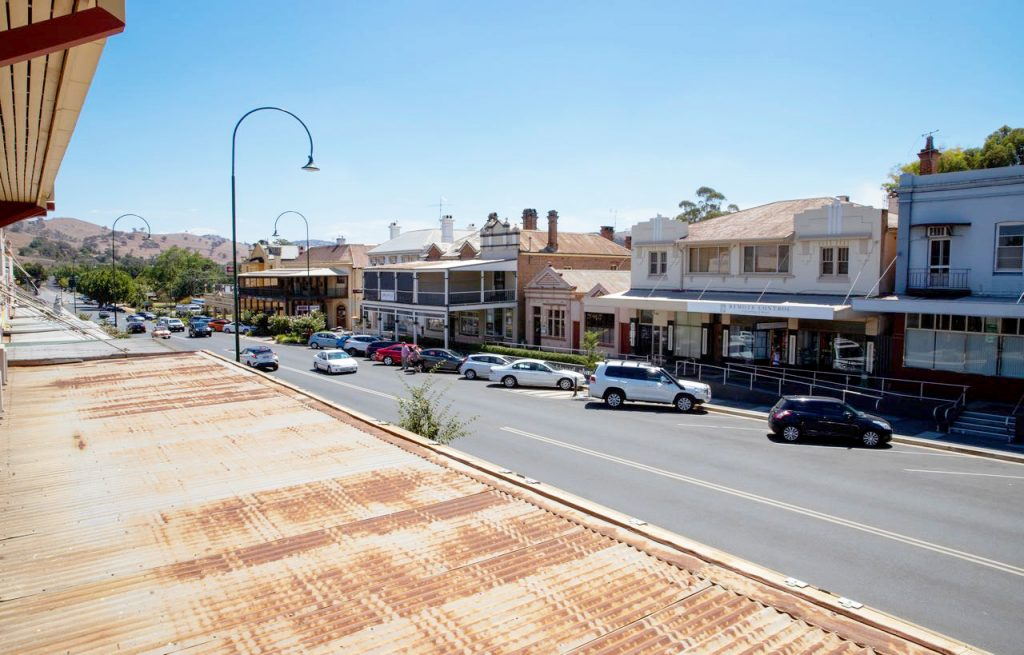 criterion-hotel-gundagai-nsw-pub-accommodation-street-view