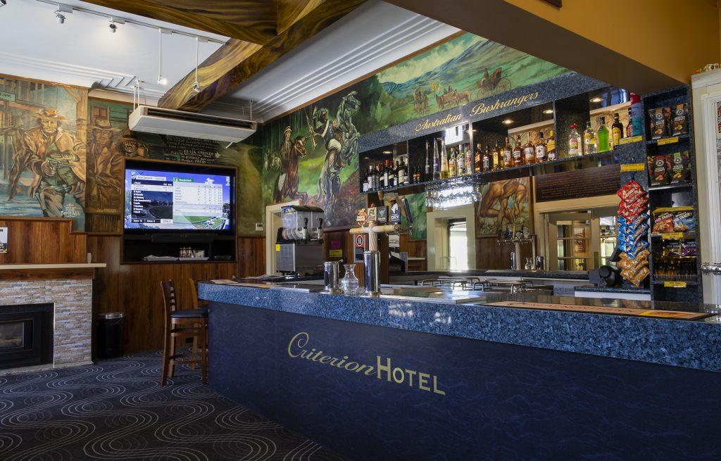 criterion-hotel-gundagai-nsw-pub-accommodation-bar2