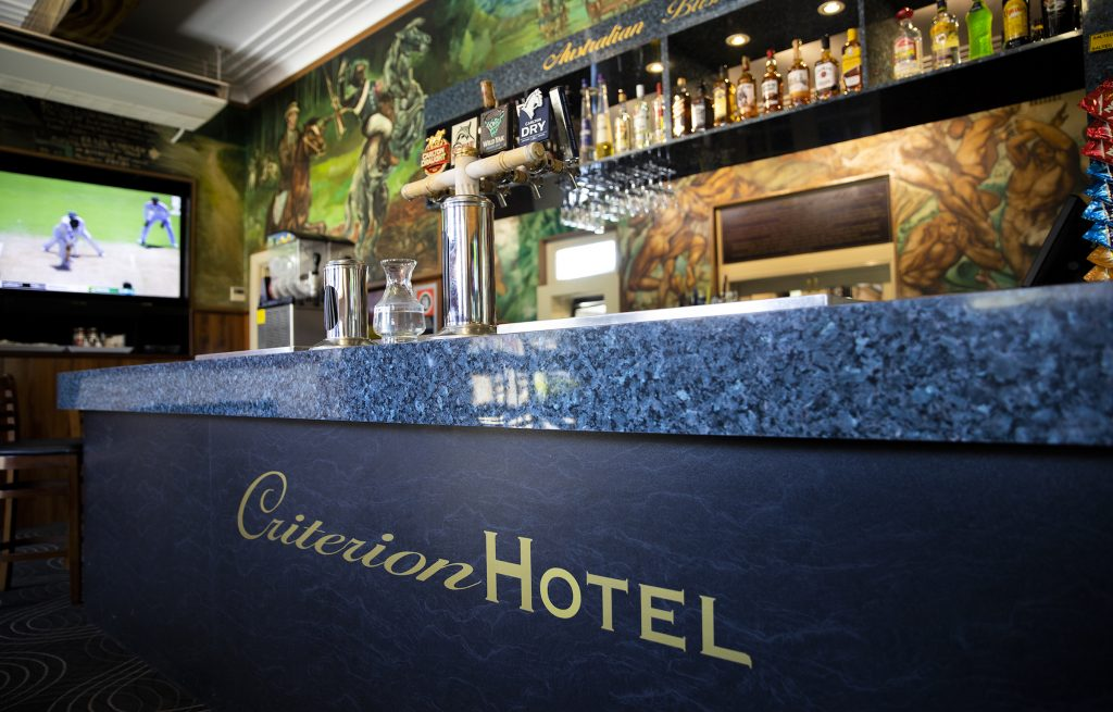 criterion-hotel-gundagai-nsw-pub-accommodation-bar5